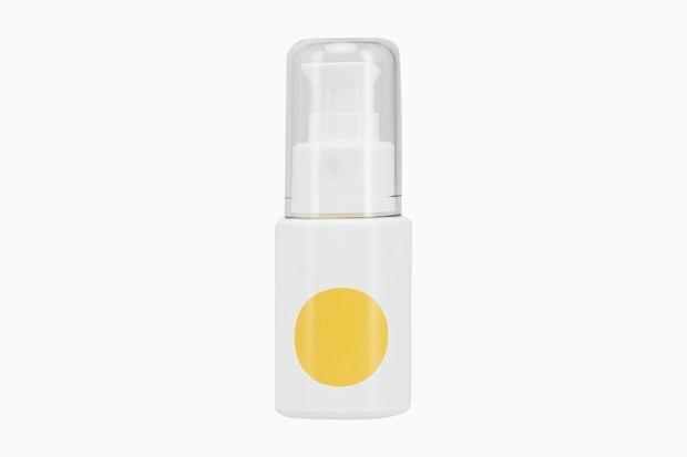 Somme Institute Serum.  В этой сыворотке витамин С и так содержится в высокой концентрации 15 %, но должен действовать ещё сильнее: марка запатентовала особую систему доставки активных веществ в кожу. Изображение № 1.