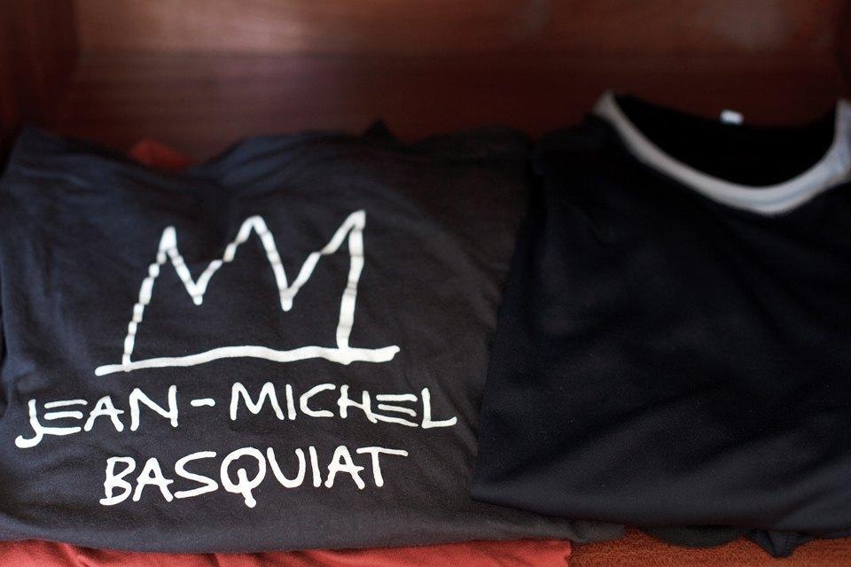 Купил эту футболку после того, как сходил на выставку Баския в Нью-Йорке, он был крутой мужик.. Изображение № 16.