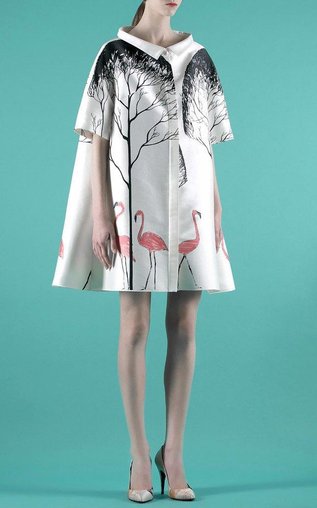 Шелковые пальто и платья с фламинго в новом лукбуке Vika Gazinskaya. Изображение № 6.