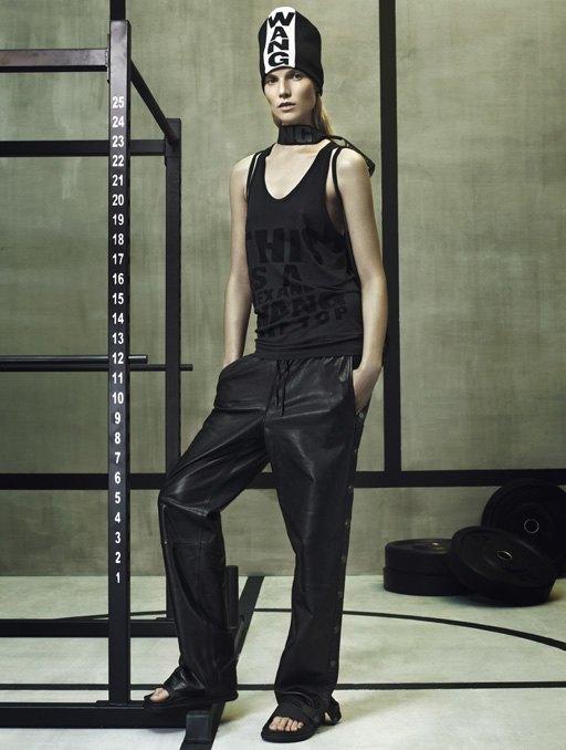 Торжество спорта  в лукбуке Alexander Wang x H&M. Изображение № 7.