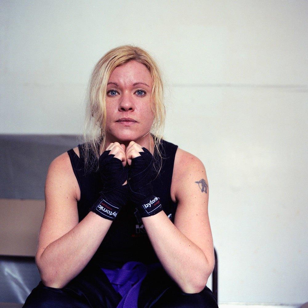 «Женщины с кулаками»: Кикбоксерши после боя. Изображение № 2.
