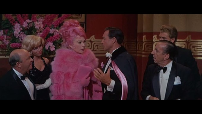 Что можно узнать о стиле  из комедии 60-х  «Что за путь!». Изображение № 27.
