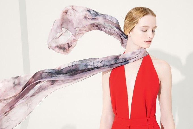 Цветы и леопард в коллекции шелковых платков Valentino. Изображение № 3.