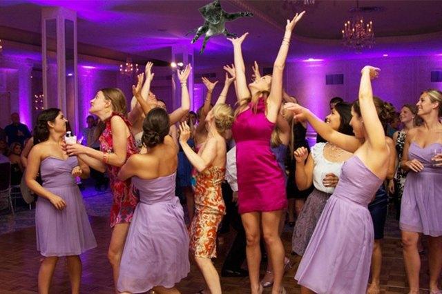Блог Brides Throwing Cats про невест и летающих кошек. Изображение № 3.