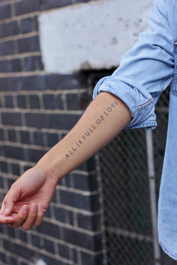 Шапки, татуировки и драгметаллы на жителях Лондона. Изображение № 24.