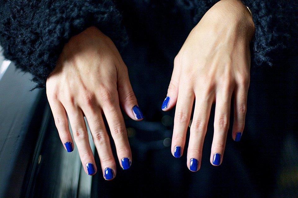 На ходу: Как накрасить ногти  в транспорте. Изображение № 9.