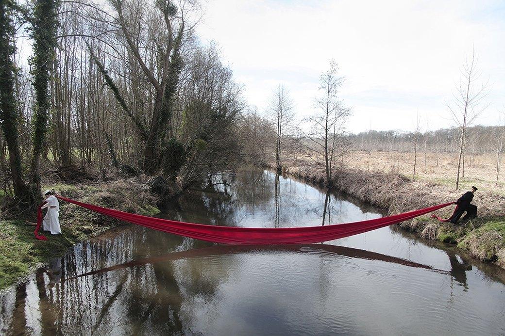 Прогулка в лесу и у бассейна в нежной кампании Cyrille Gassiline. Изображение № 16.