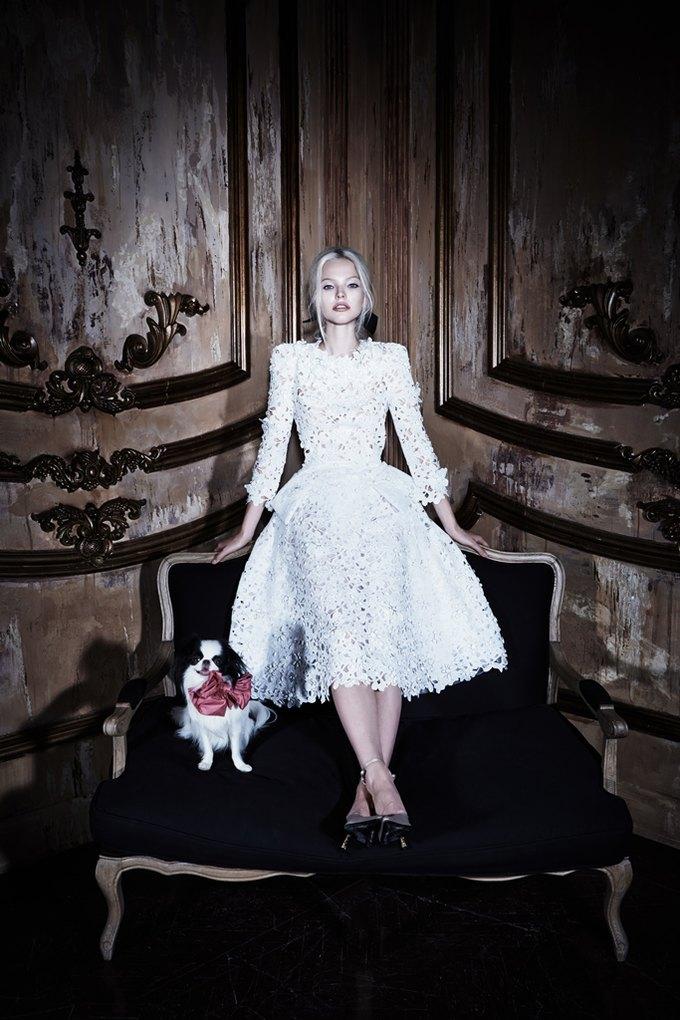 Саша Лусс с собачкой в новом лукбуке Bohemique. Изображение № 24.