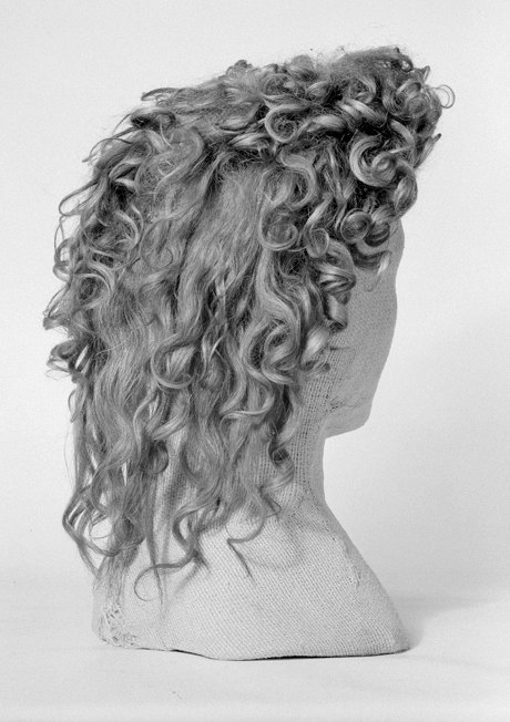 Короткая перемена: Как в моду  вернулись парики. Изображение № 3.