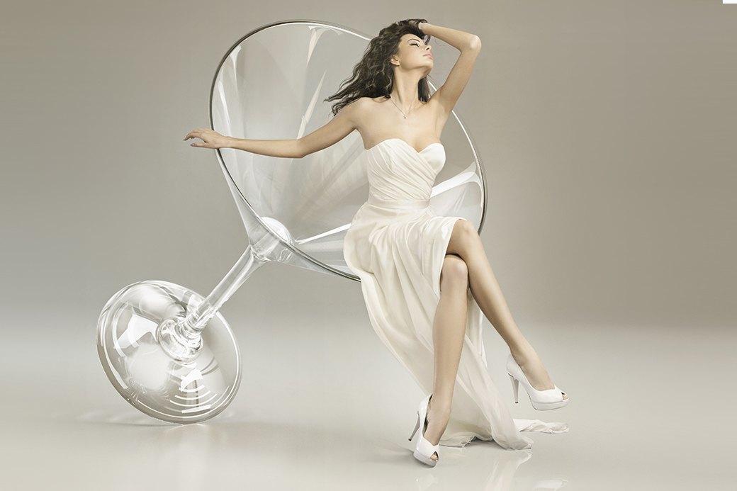 Женщины любят выпить — что-нибудь с вишенкой или пузырьками. Изображение № 6.