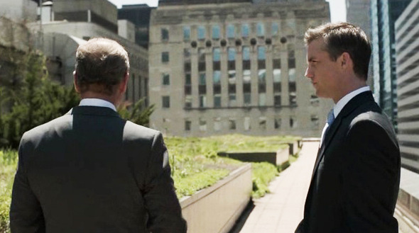 Эпизод 1. Кейн предлагает казначею штата Бену Зейджаку принять участие в выборной гонке на должность губернатора и обещает тому поддержку. Нынешний губернатор от этого сильно нервничает. Изображение № 23.