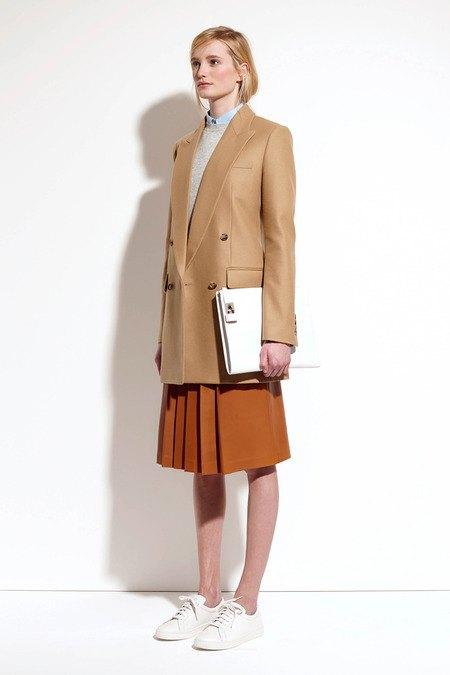 Пальто и костюмы в лукбуке новой коллекции Michael Kors. Изображение № 28.