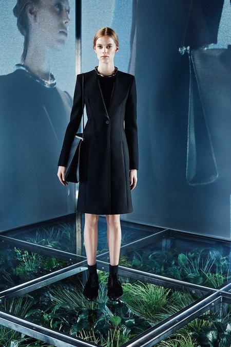Крупная вязка и монохром в новой коллекции Balenciaga. Изображение № 5.