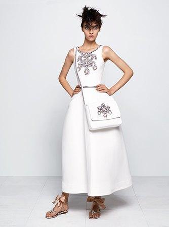 На показе Chanel Haute Couture были шлепанцы  и беременная модель. Изображение № 1.
