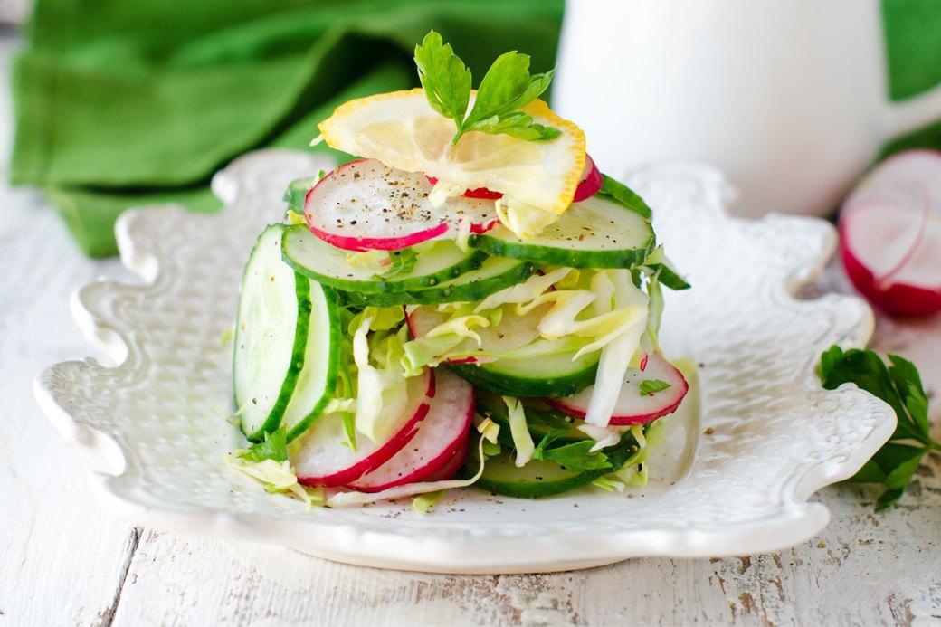 10 легких, но сытных  летних салатов. Изображение № 1.