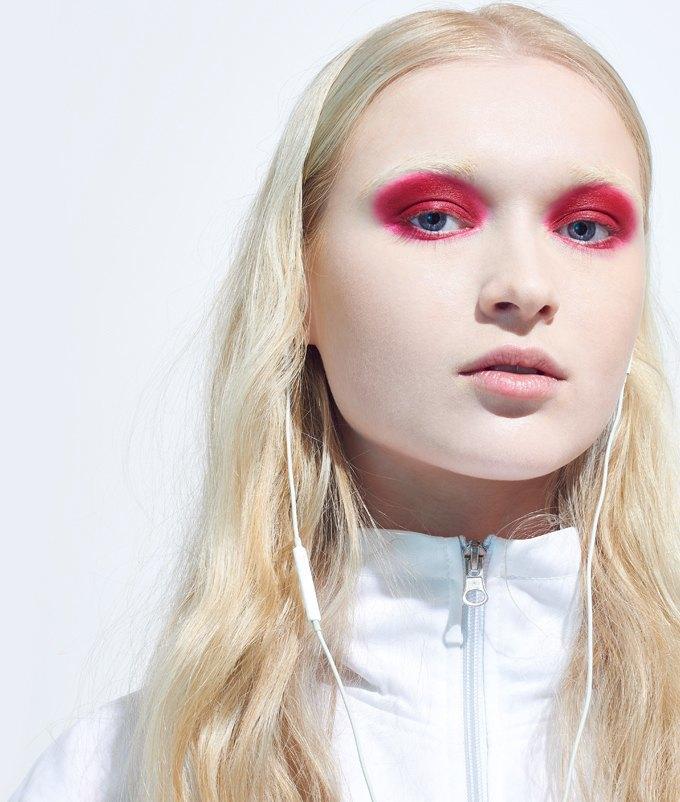 Как носить яркие тени: 6 вариантов макияжа. Изображение № 7.