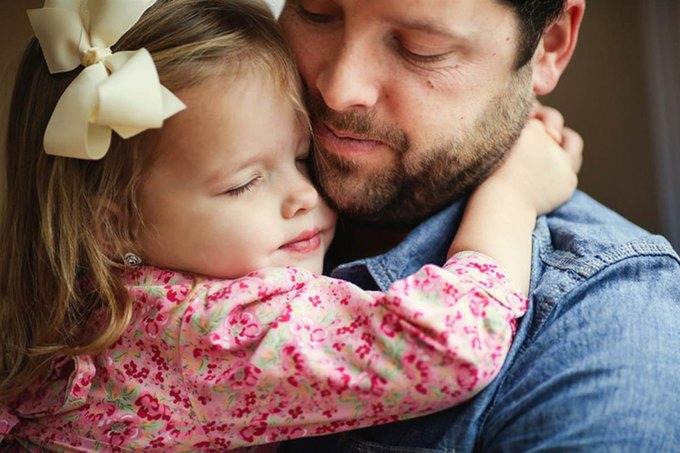 Отец и дочь воссоздали фото с умершей мамой. Изображение № 11.