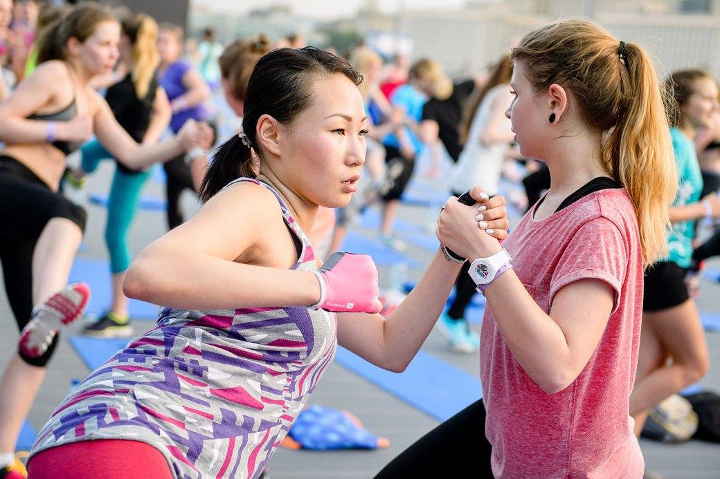 Фитнес-рейвы: Главный спортивный тренд лета. Изображение № 4.