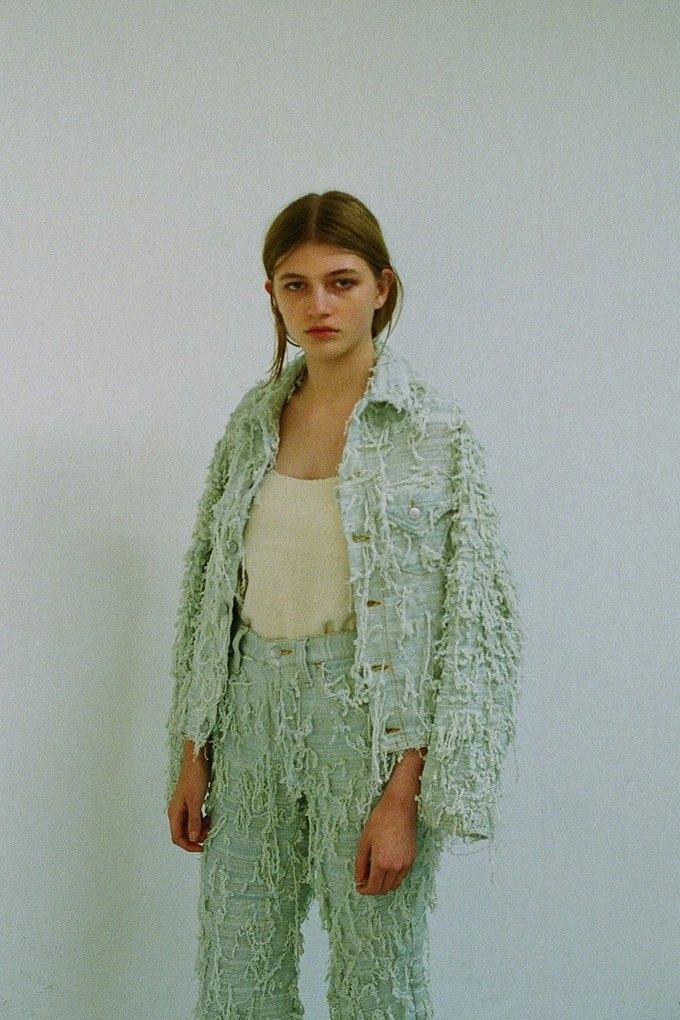 Джинсы цвета мяты и махровые куртки в лукбуке Faustine Steinmetz. Изображение № 5.