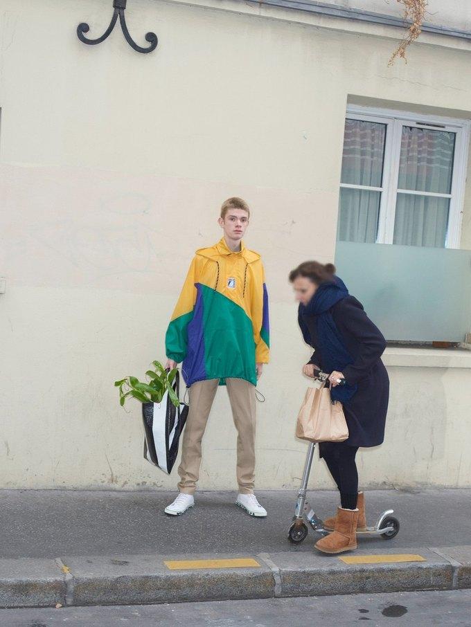 В новом лукбуке Balenciaga снялись обычные парижане. Изображение № 30.