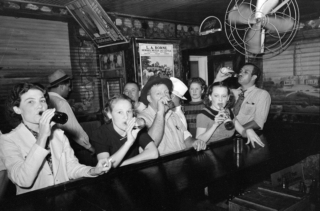 Всё сложно: История отношений женщин  и алкоголя. Изображение № 2.