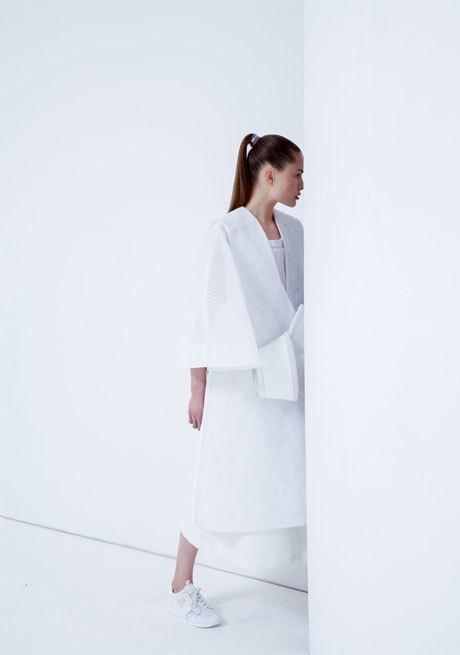 Andrea Jiapei Li: Женская одежда с намеком  на бандаж и оригами. Изображение № 4.