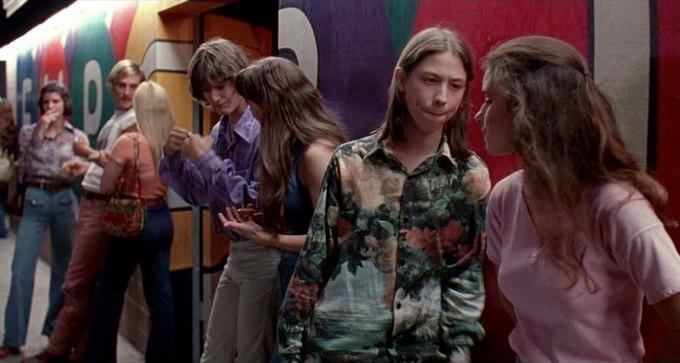 Что можно узнать о стиле 70-х из фильма «Под кайфом и в смятении». Изображение № 51.