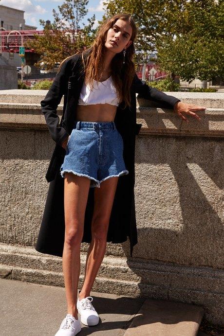 Как одеться в стиле 90-х:  10 актуальных образов. Изображение № 8.