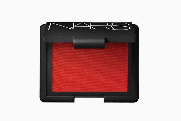 Красное всё: Тени, румяна, карандаши и пигменты для актуального макияжа. Изображение № 8.