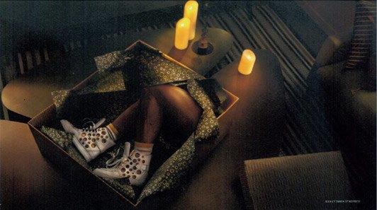 Женские ноги в подарочной упаковке — так выглядит лукбук Louboutin. Изображение № 2.