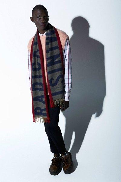 Acne напечатали феминистские слоганы  на мужских шарфах. Изображение № 9.
