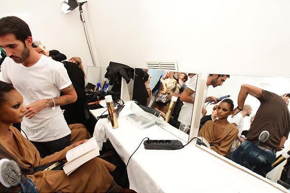 Gucci SS 2012: Репортаж с бэкстейджа. Изображение № 26.