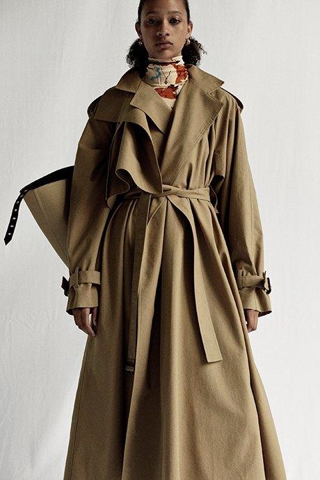 Новый лукбук Céline: Меховая обувь и идеальные костюмы. Изображение № 23.