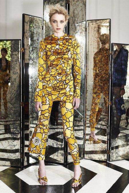 Две крайности: Как мода взяла курс на заурядность и вульгарность. Изображение № 9.