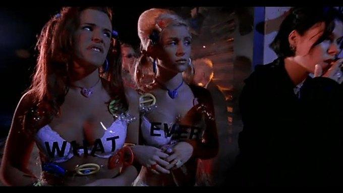 Что можно узнать  о стиле 90-х из фильма Грегга Араки «Нигде». Изображение № 44.