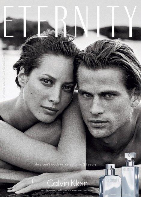 Кристи Терлингтон и Марк Вандерлоо в кампании 1995 года, снятой Питером Линдбергом и перезапущенной в 2014 году. Изображение № 3.