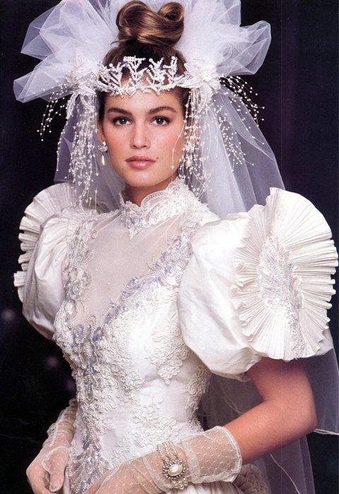 От платья-торта до джинсов: Как менялась свадебная мода. Изображение № 6.