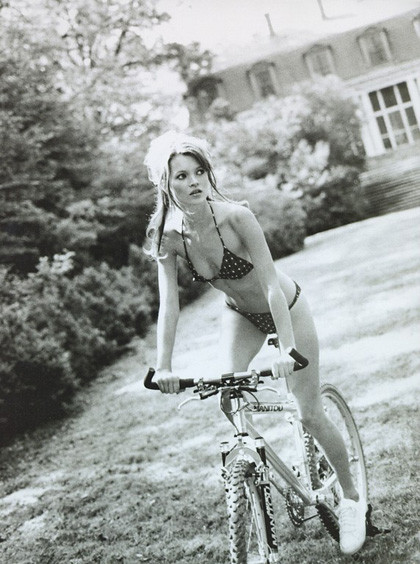 Ах, лето: Фэшн-съемки с велосипедами. Изображение № 10.