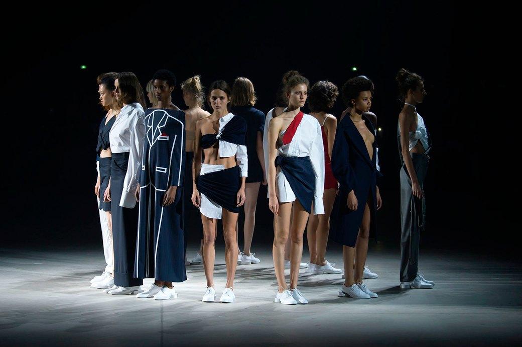 Пришел, увидел, купил:  Модные показы становятся ближе к людям. Изображение № 3.