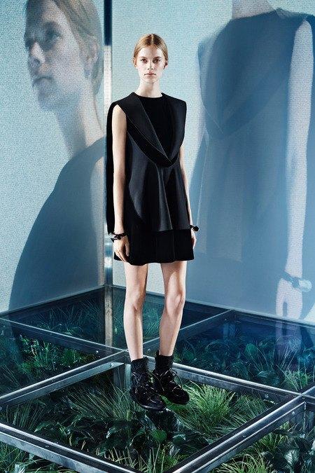 Крупная вязка и монохром в новой коллекции Balenciaga. Изображение № 4.