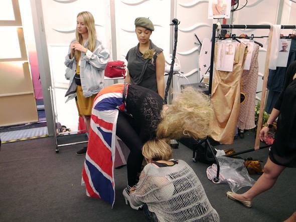 London Fashion Week: Репортаж с бэкстейджей House of Holland и Vivienne Westwood. Изображение № 21.