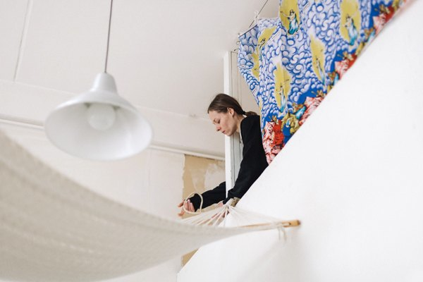 Дизайнер одежды Катя Яэмурд у себя в студии. Изображение № 6.