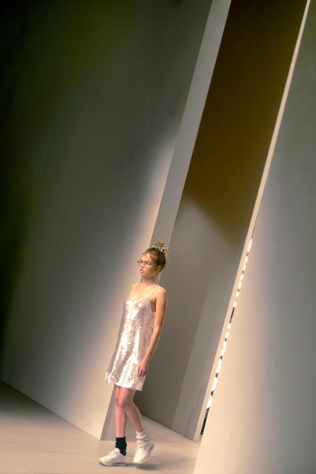 Дневник стилиста: Тесс Йопп о 3D-граффити, резиновых платьях и надувном динозавре. Изображение № 44.