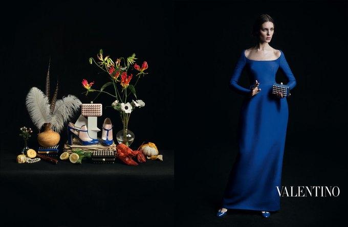 Valentino воссоздала фламандскую живопись для новой кампании. Изображение № 2.