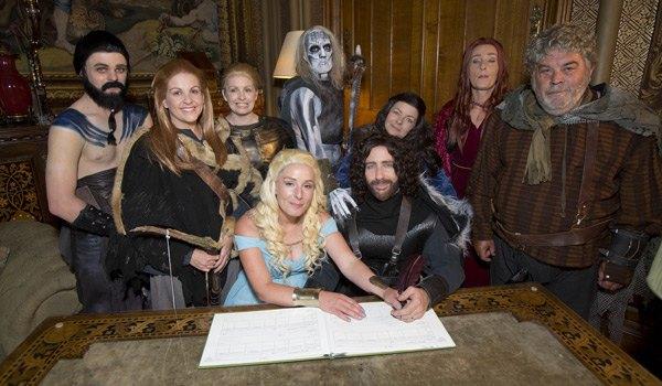 Британская пара поженилась в стиле «Игры престолов». Изображение № 3.
