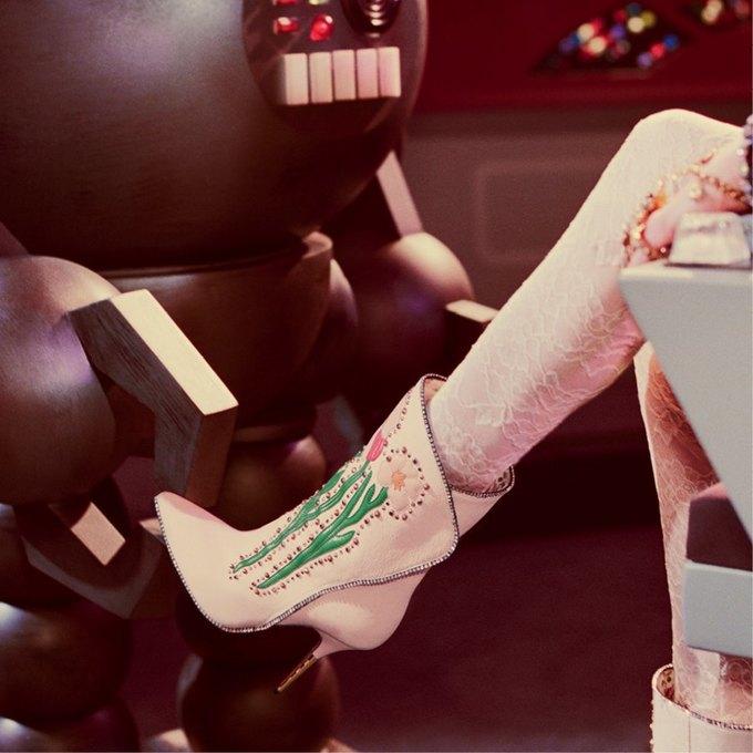 В новой кампании Gucci снялись пришельцы  и динозавры. Изображение № 9.