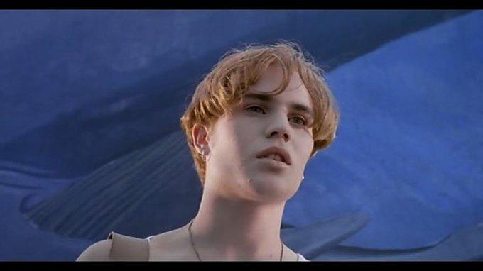 Что можно узнать  о стиле 90-х из фильма Грегга Араки «Нигде». Изображение № 7.