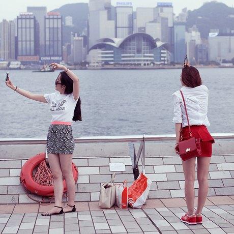 «Self Promenade»: Любители селфи в Гонконге. Изображение № 19.