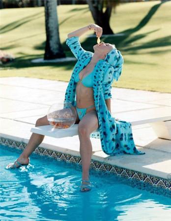Певица Мадонна в рекламной кампании Versace. Изображение № 57.