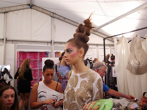 London Fashion Week: Репортаж с бэкстейджей House of Holland и Vivienne Westwood. Изображение № 26.